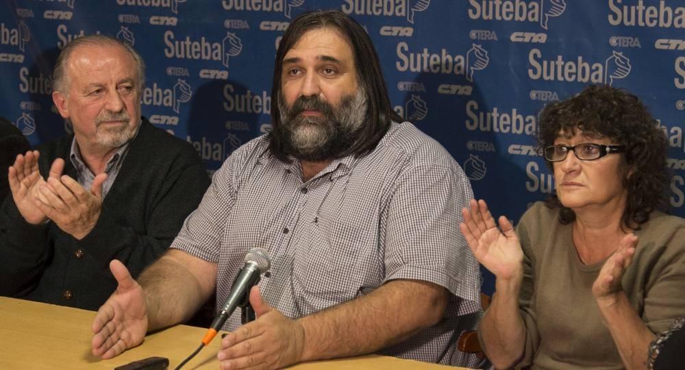 zzzznacp2 NOTICIAS ARGENTINAS BAIRES, MAYO 17: El secretario general de Suteba,  Roberto Baradel, anunció esta tarde su triunfo en las elecciones  en el sindicato mayoritario de los docentes bonaerenses, por más  del 73 por ciento de los votos.FOTO NA: MARIANO SANCHEZ zzzz