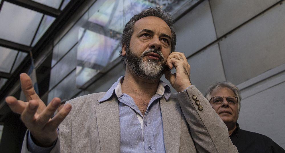zzzznacp2 NOTICIAS ARGENTINAS , FEBRERO 25: Eduardo López, titular del gremio UTE, antes de ingresar al ministerio de trabajo donde se dirime la pauta paritaria nacional para la actividad. Foto NA: Daniel Vides zzzz